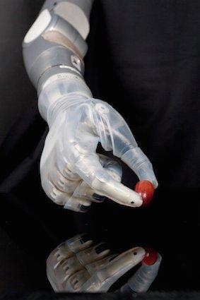 600x900xbras-bionique-DEKA.jpg.pagespeed.ic.EYvUZHzgbX